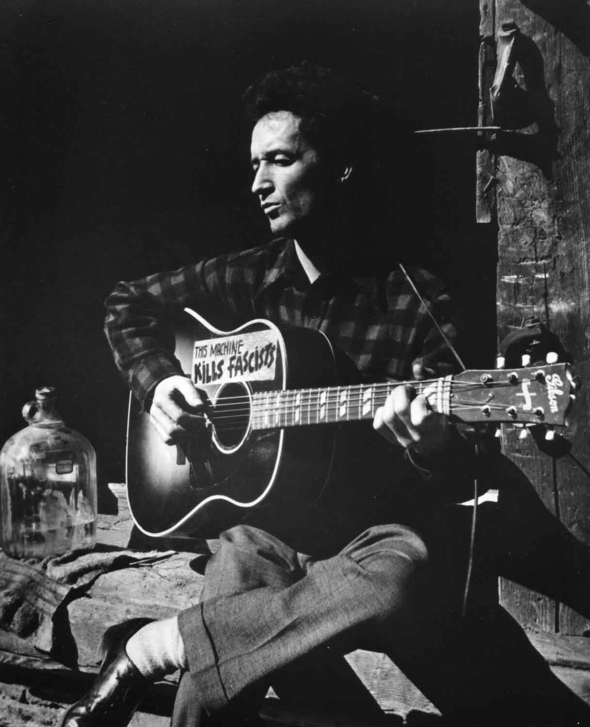 Woody Guthrie (Foto: Foto: Photographer unknown / Courtesy of Woody Guthrie Archives)